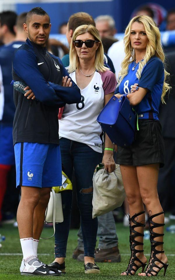 WAGs xinh đẹp và nóng bỏng của tuyển Pháp xuống sân ăn mừng - ảnh 4