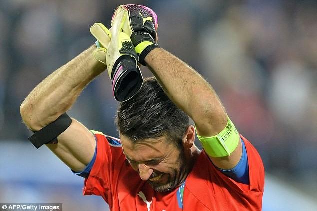 Buffon bật khóc sau khi thua Đức ở loạt đá luân lưu cân não - ảnh 1