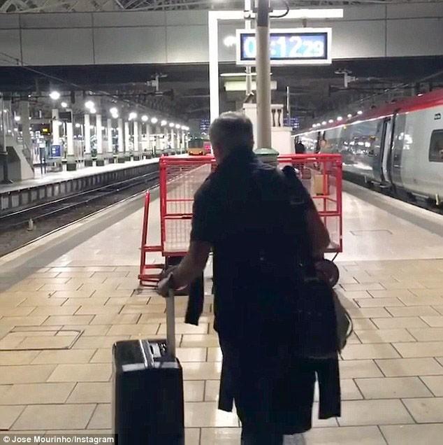 Mourinho trở lại Manchester, chính thức bắt tay vào công việc - ảnh 5