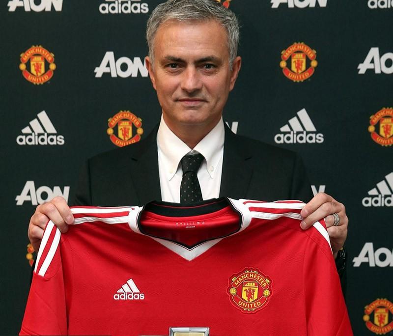 Mourinho trở lại Manchester, chính thức bắt tay vào công việc - ảnh 1