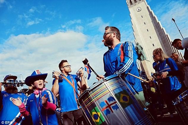 Người dân Iceland đón đội bóng trở về như những người hùng - ảnh 3
