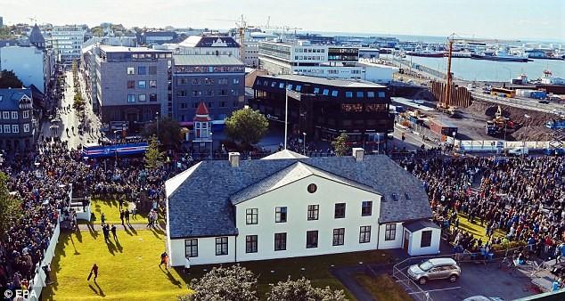 Người dân Iceland đón đội bóng trở về như những người hùng - ảnh 6