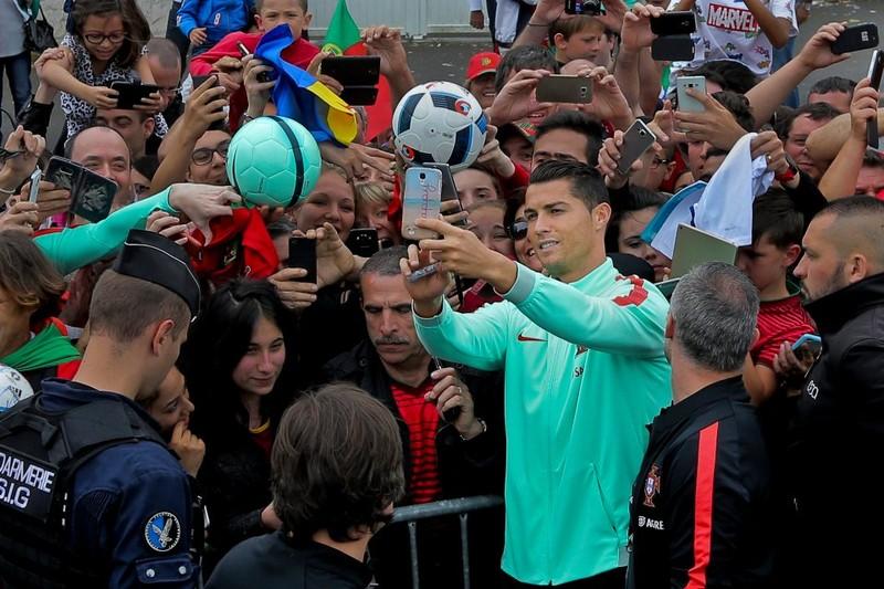 Ronaldo lại xuất hiện và 'ghi bàn' - ảnh 1