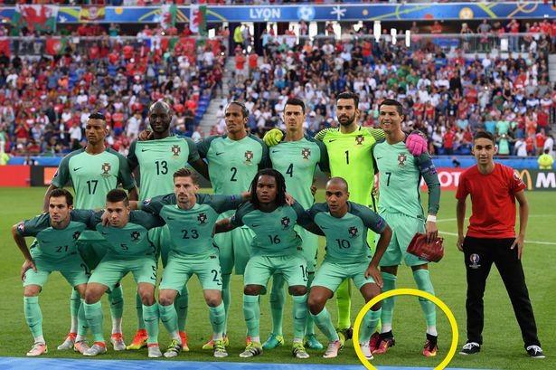 Chuyện Ronaldo thay áo 2 lần trong trận gặp xứ Wales và những điều chưa biết  - ảnh 4