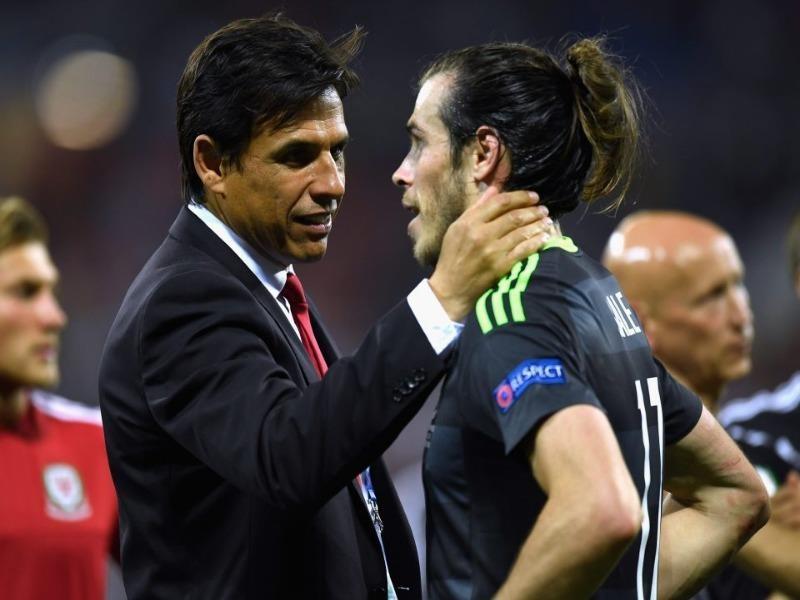 Chris Coleman và học trò cưng Gareth Bale