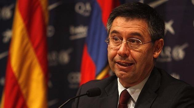 Ông chủ tịch Josep Bartomeu của Barca đã xuống nước xoa dịu Messi