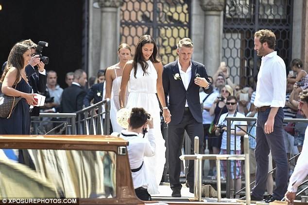 Lễ cưới giản dị và đẹp như mơ của Schweinsteiger và Ana Ivanovic - ảnh 2