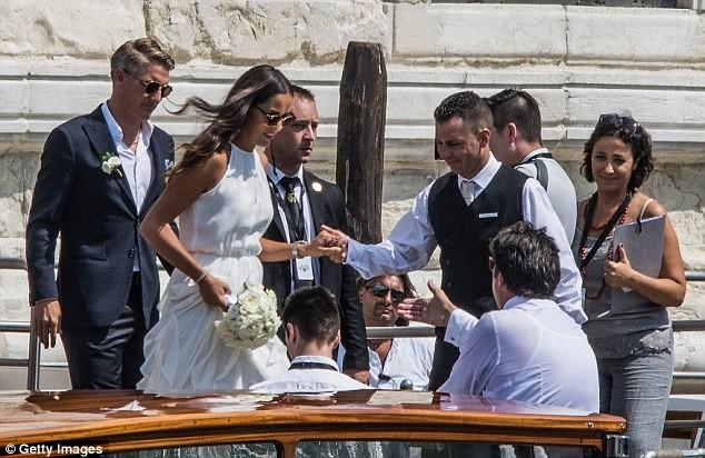 Lễ cưới giản dị và đẹp như mơ của Schweinsteiger và Ana Ivanovic - ảnh 4
