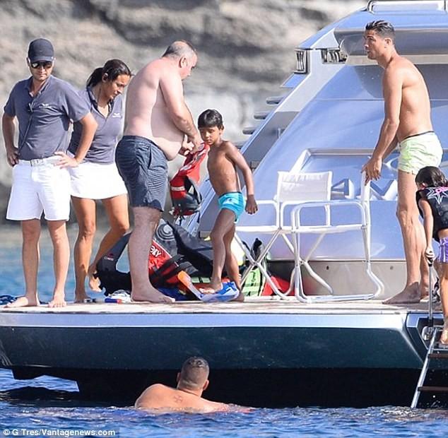 Chị gái Ronaldo: 'Chúng tôi khóc cùng nhau vì nỗi đau khủng khiếp' - ảnh 3