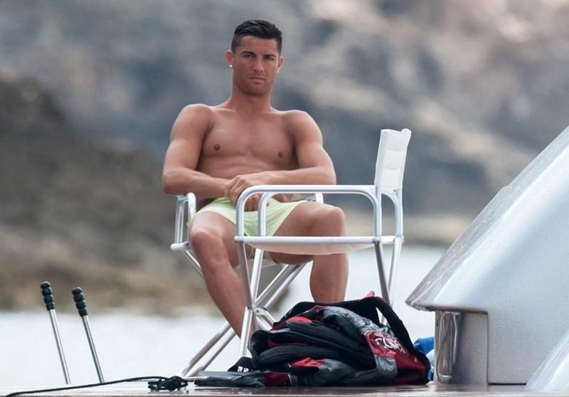 Giành được cúp Euro, Ronaldo 'phớt lờ' giải ESPYS - ảnh 1