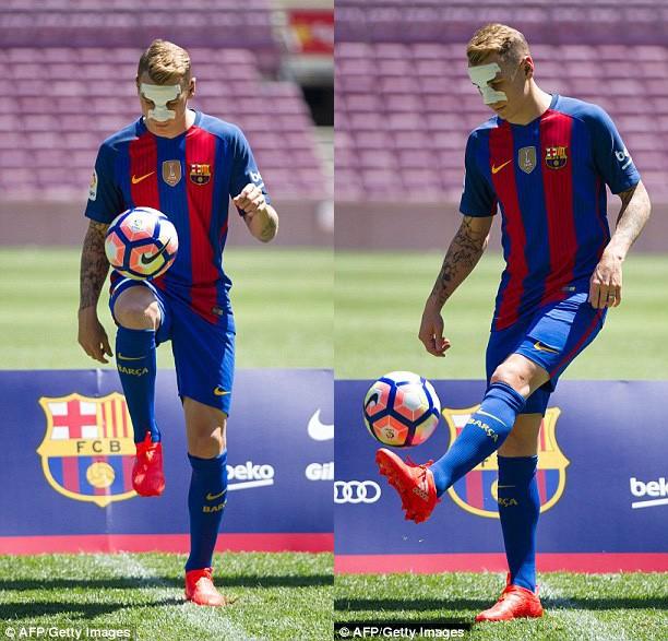 Lucas Digne ra mắt Barca với chiếc mũi gãy - ảnh 2