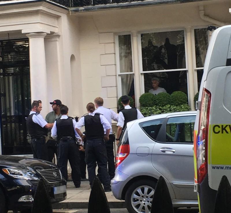 Jose Mourinho chết đứng khi nhìn thấy trộm 'viếng' nhà  - ảnh 1