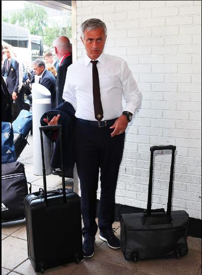 Mourinho cùng 25 tuyển thủ M.U lên đường sang Trung Quốc - ảnh 2