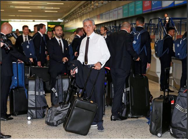 Mourinho cùng 25 tuyển thủ M.U lên đường sang Trung Quốc - ảnh 4