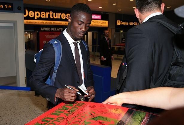 Mourinho cùng 25 tuyển thủ M.U lên đường sang Trung Quốc - ảnh 6