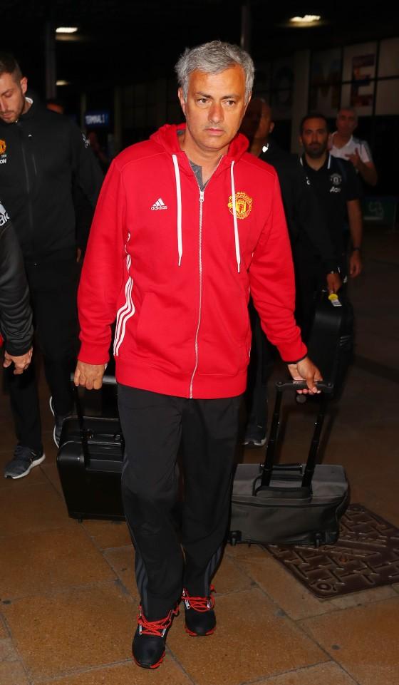 Vừa về nhà, thầy trò Mourinho lại vội vã ra sân tập - ảnh 1