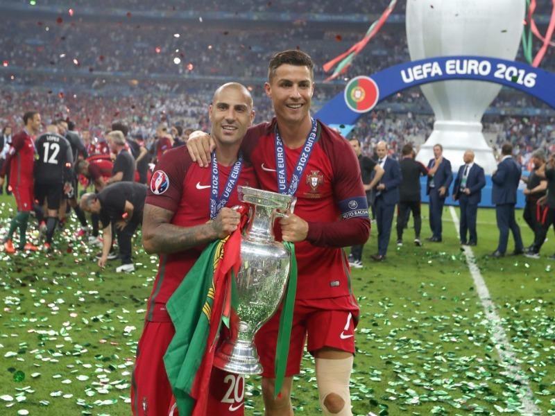 CR7 và chiếc cup Euro danh giá