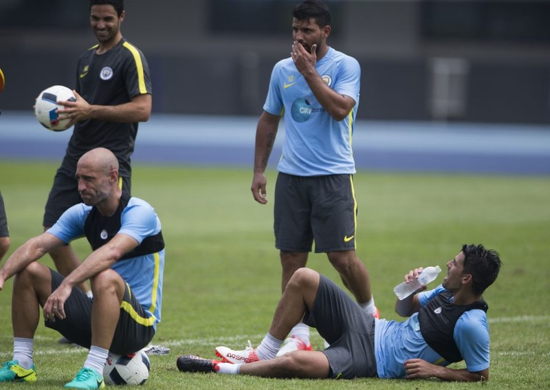 Pep Guardiola cấm cầu thủ Manchester City thừa cân - ảnh 1
