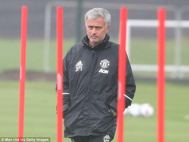 Với sức ép từ cái tên và thành tích M.U, Jose Mourinho buộc phải quyết định thanh lý Schweinsteiger