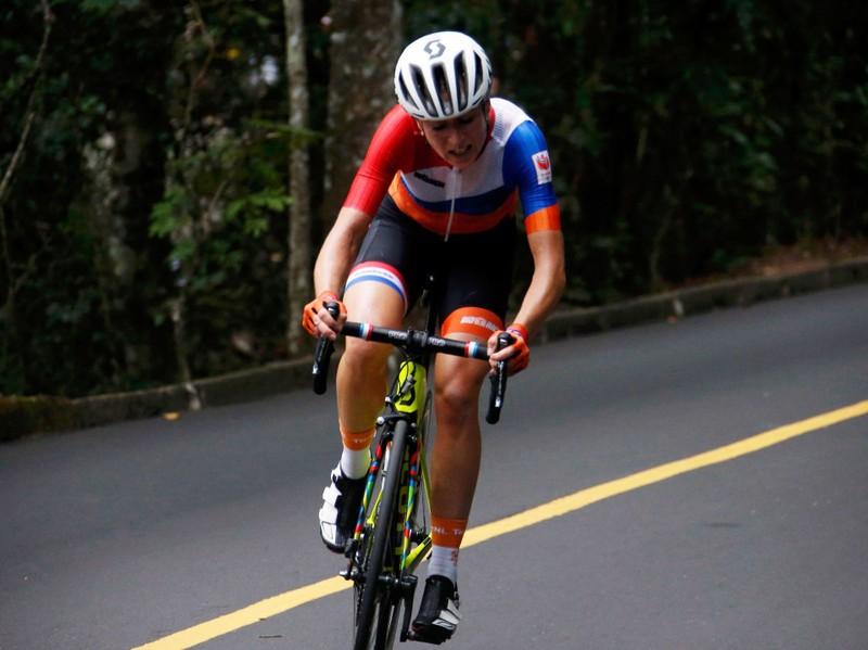 Gần giành HCV Olympic, cua-rơ nữ bị tai nạn khủng khiếp - ảnh 5