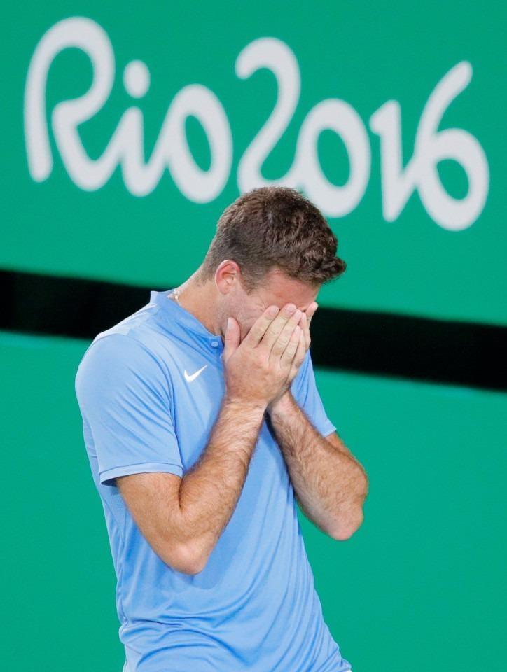 Thua sốc ngay trận đầu tại Olympic, Novak Djokovic khóc nức nở  - ảnh 2