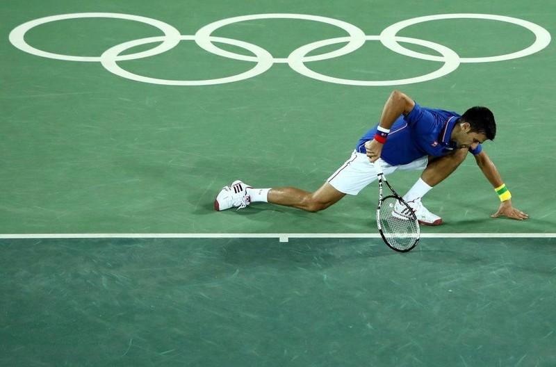 Thua sốc ngay trận đầu tại Olympic, Novak Djokovic khóc nức nở  - ảnh 1