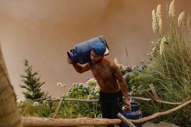 Cristiano Ronaldo dang tay cứu trợ đám cháy quê nhà  - ảnh 13