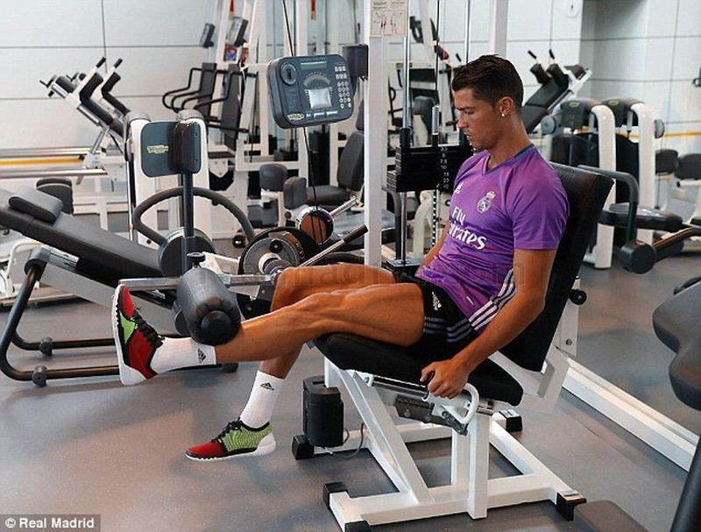 Ronaldo đã trở lại tập luyện cùng Real Madrid - ảnh 2