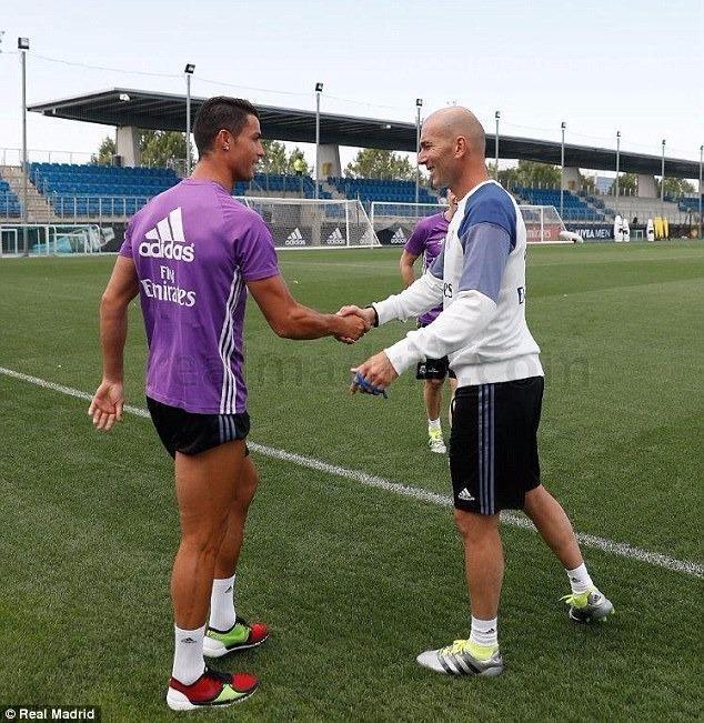 Ronaldo đã trở lại tập luyện cùng Real Madrid - ảnh 1