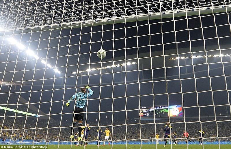 Neymar và trận thắng đầu tiên nhuốm màu bạo lực - ảnh 3