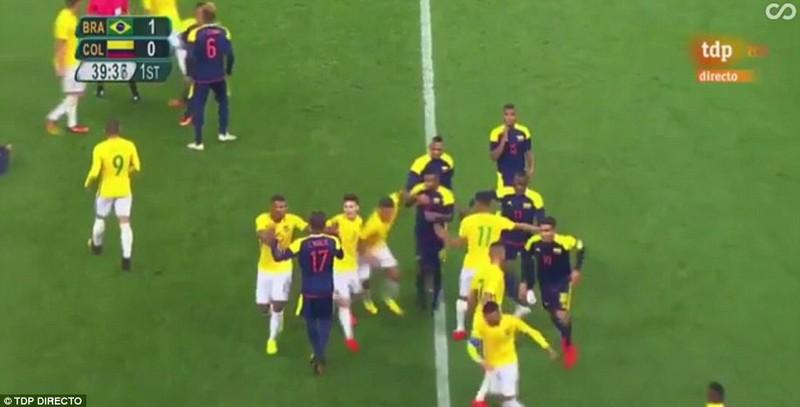 Neymar và trận thắng đầu tiên nhuốm màu bạo lực - ảnh 6