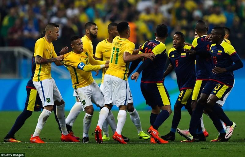 Neymar và trận thắng đầu tiên nhuốm màu bạo lực - ảnh 8