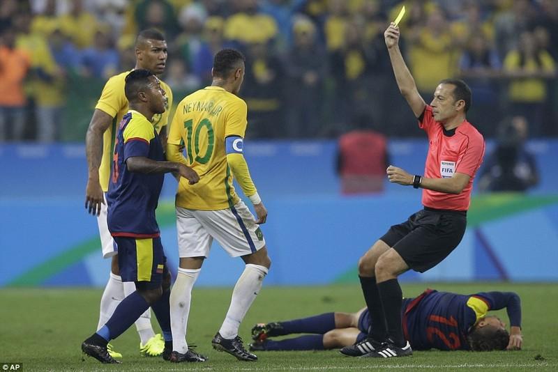 Neymar và trận thắng đầu tiên nhuốm màu bạo lực - ảnh 2