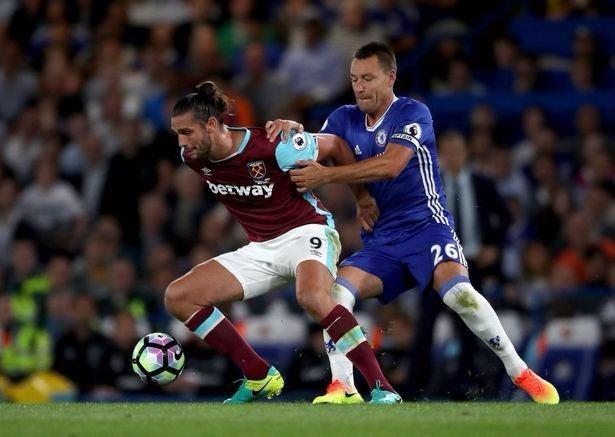 Terry là một trong những trụ cột ở hàng thủ của Chelsea