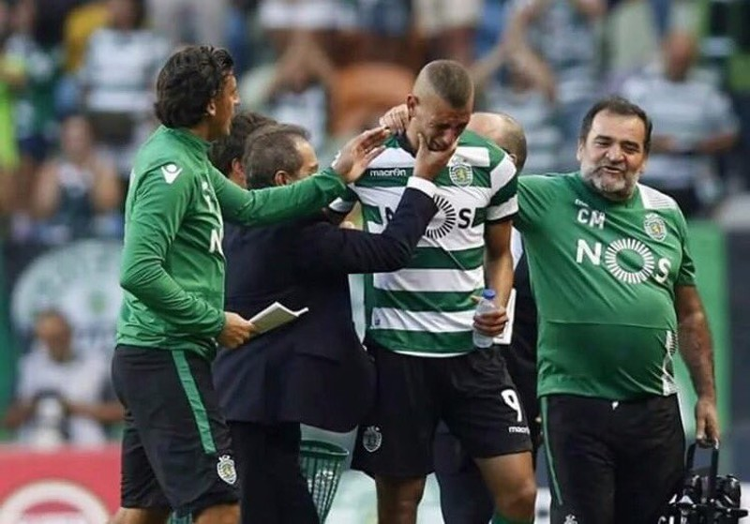 Islam Slimani đến Leicester City trong nước mắt - ảnh 1