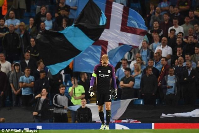 'Bò đực thành Turin' giải cứu thủ môn số một nước Anh - ảnh 1