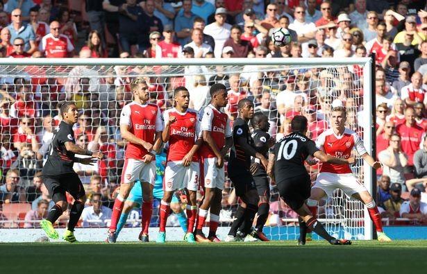 Ibrahimovic, Coutinho tranh chấp quyết liệt danh hiệu bàn thắng đẹp - ảnh 2