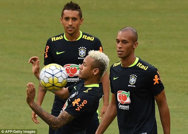 Neymar biểu hiện đẹp khi bị fan cuồng 'tấn công' - ảnh 5