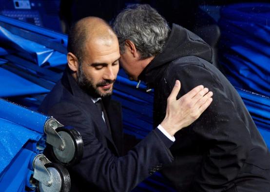 Mourinho sẽ mời Pep Guardiola... uống rượu sau trận derby - ảnh 1